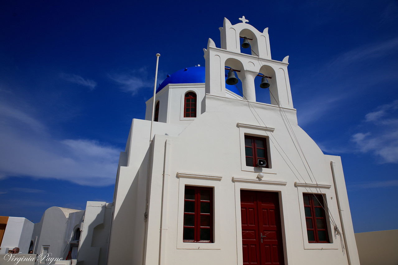 The island has 500 churches/chapels!