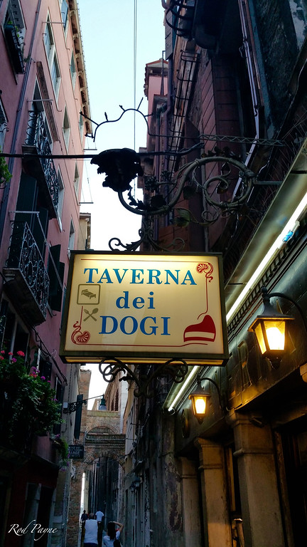 Tavern of the Doges (dogi = the chief magistrates of Venice)