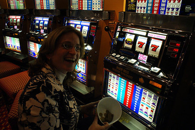 The Attache played 5 Euros on the slots and won 60!  Then she smartly quit playing.  That's my girl!