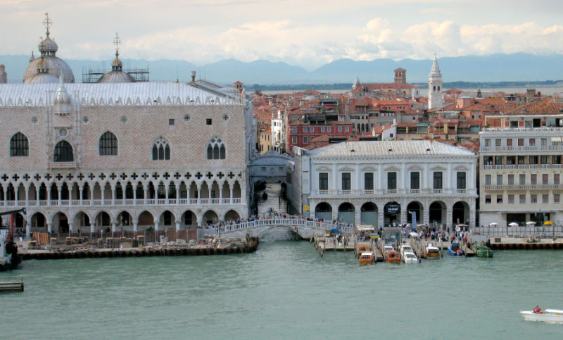 Doges Palace and Bridge of Sighs (61666166)