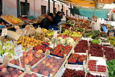 Fruit Market Venice (61666159)