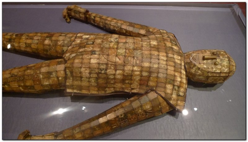 Jade burial suit tied with copper wire (109291622)