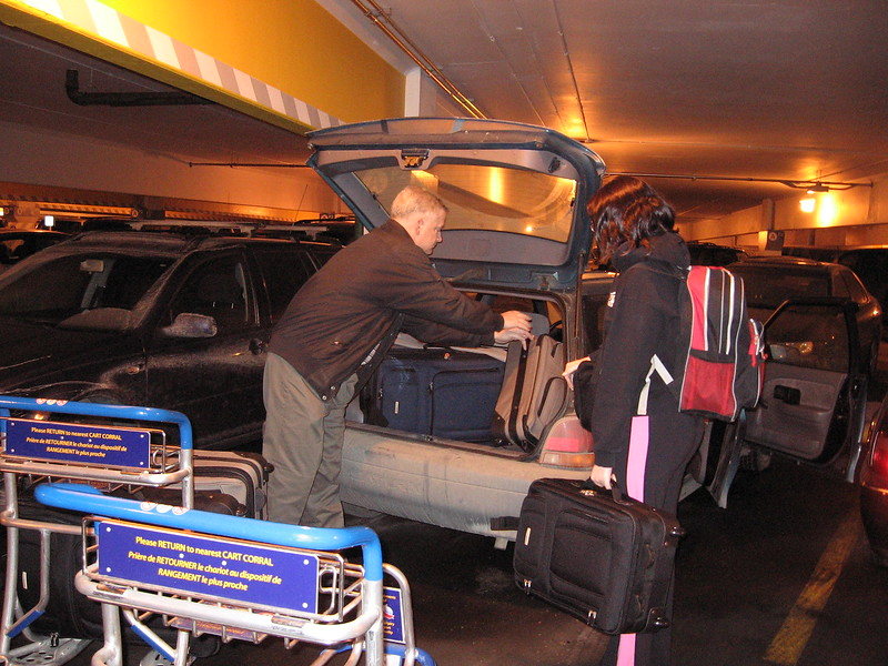 Unpack the car at the Airport