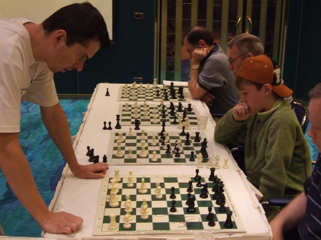 Alex Onischuk Simul <br /> 2006 US Chess Champion Alex Onischuk