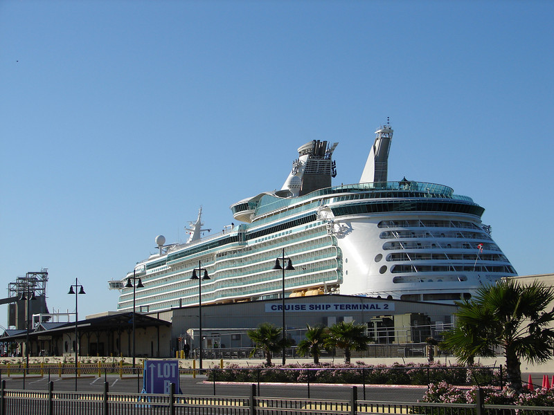MARINER OF THE SEAS replaces older sister ship VOYAGER OF THE SEAS in Galveston.