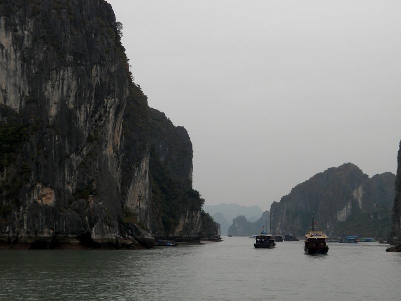 """Halong Bay (""""Descended Dragon Bay,""""  下龍灣), Vietnam"""