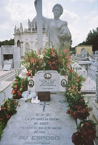 Monument in Havana cemetery