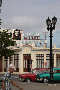 Cienfuegos central plaza, billboard reads 'Your example lives, your ideas live'.