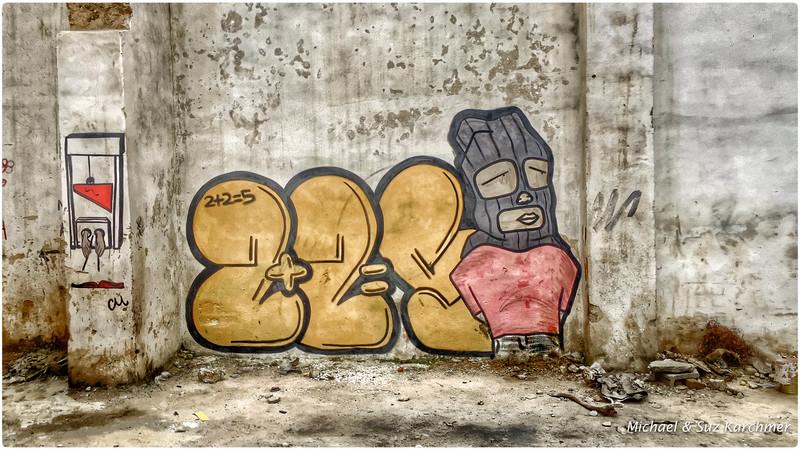 Old Havana Street Art: 2 + 2 = 5