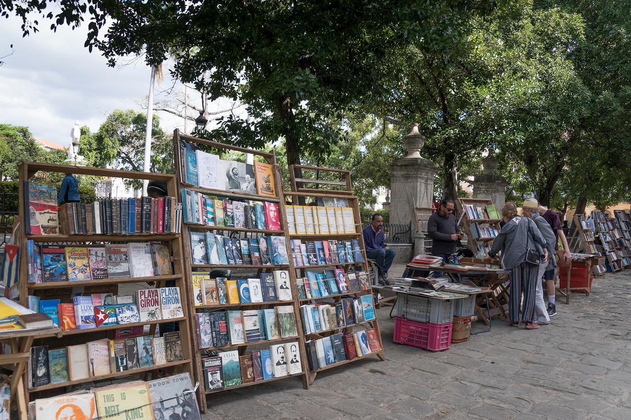 Street book sales, Havana