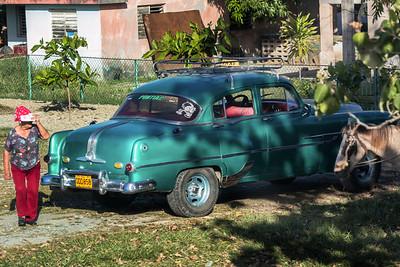 à Cuba comme deuxième véhicule les gens ont une charette tiré par un cheval.