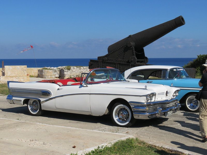 El Morro Castle and another of the well maintained 1950s cars.