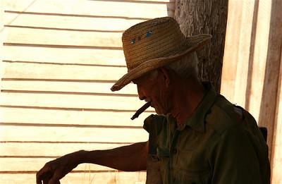 Kromme sigaar. Valle de Vinales, Cuba.