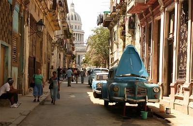 Gesleutel aan de oude Buicks hoort er ook bij. Havana, Cuba.