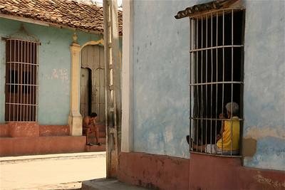 Achter de tralies. Trinidad, Cuba.