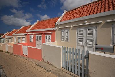 Kleurrijke huisjes op Berg Altena, Willemstad, Curaçao.