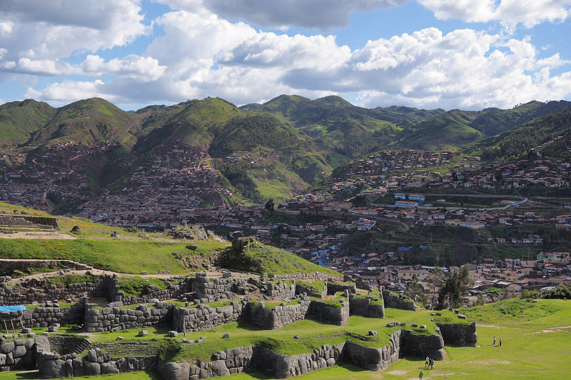 Just out of town, the ruins of Sacsayhuaman.  The zig-zag lines of the walls led to suggestions that this was a fortress, but the stepped shape is more likely structural and, as we saw later, possibly religious so the entire complex is most likely a religious palace.