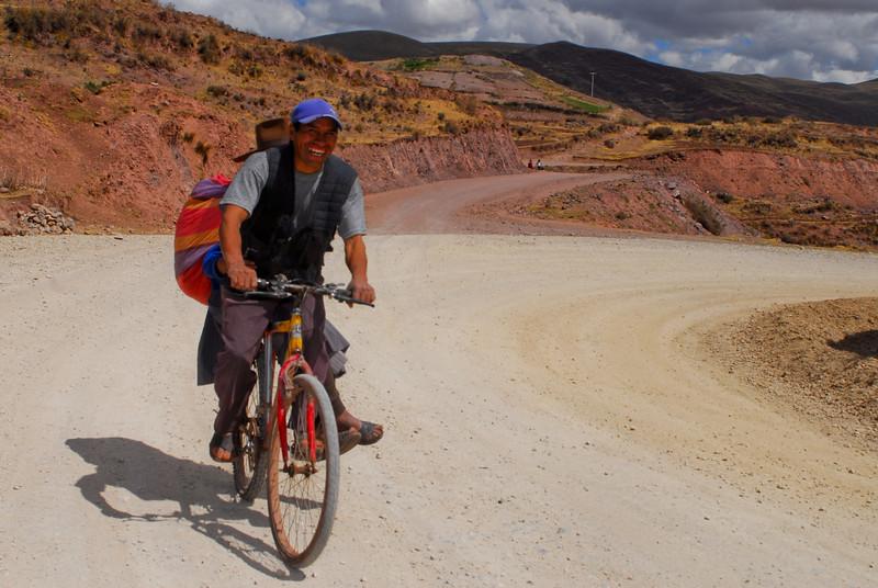 Taxi bici en el campo cerca de Combapata - Canchis - Cusco - Perú