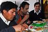 Tres choches: Mario Cusihuaman Cusihuaman y los hermanos Carlos & Erick Rojas Santander almorzando en la casa de Sra. Rosalvina Santander, la madre de los hermanos.