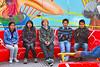 Los chavales poco tiempo antes de girar - Juegos Mecánicos - Santa Ursula - Cusco - Perú<br /> <br /> Minutes before the adrenaline rush - Santa Ursula fairground - Santa Ursula - Cusco - Peru<br /> <br /> Net voor het gezelschap een adrenalinestoot krijgt - Santa Ursula Kermis - Santa Ursula - Cusco - Peru<br /> <br /> Quelques instants avant d'être bien secoués - Kermesse de Santa Ursula Kermis - Santa Ursula - Cusco - Pérou