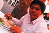 Mario Cusihuaman comiendo ceviche de tollo - El Paisa - Wanchaq - Cusco - Perú<br /> <br /> Mario Cusihuaman sampling shark ceviche - El Paisa - Wanchaq - Cusco - Peru<br /> <br /> Mario Cusihuaman lust de haai ceviche rauw - El Paisa - Wanchaq - Cusco - Peru<br /> <br /> Mario Cusihuaman savourant un ceviche de requin - El Paisa - Wanchaq - Cusco - Pérou