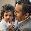Salma en los brasos de su padre Carlos 'Chemo' Rojas Santander