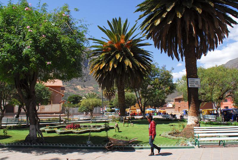 Plaza de Armas - Calca - Valle Sagrado de los Incas - Cusco - Perú