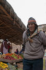 Haciendo compras poco antes del cierre del mercado - Mercado de Abastos - Chinchero - Cusco - Perú<br /> <br /> Doing the Sunday afternoon shopping a short while before closing time - Food Market - Chinchero - Cusco - Peru
