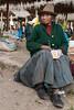 Descanso después de una compra - Mercado de Abastos - Chinchero - Cusco - Perú<br /> <br /> Having a break after shopping - Food Market - Chinchero - Cusco - Peru
