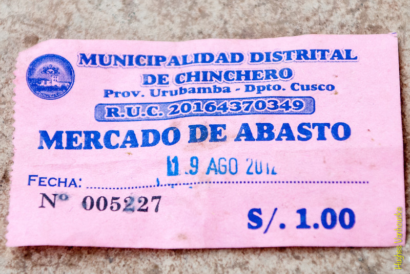 1 S/. ingreso al mercado - Mercado de Abastos - Chinchero - Cusco - Perú<br /> <br /> Damned, you have to pay to access a food market - Food Market - Chinchero - Cusco - Peru