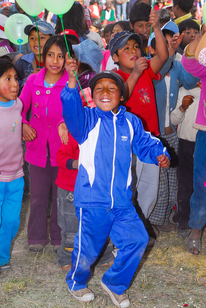 Niños felices - Feria agropecuaria & artesanal - Chinchero - Cusco - Perú<br /> <br /> Lucky kids - Agricultural & Crafts Fair - Chinchero - Cusco - Peru<br /> <br /> Gelukkige kinderen - Landbouw & Ambachtenfeest - Chinchero - Cusco - Peru<br /> <br /> Enfants joyeux - Foire agricole et artisanale - Chinchero - Cusco - Pérou
