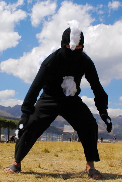 Baile de los zorrinos - Feria agropecuaria & artesanal - Chinchero - Cusco - Perú<br /> <br /> Dance of the skunks - Agricultural & Crafts Fair - Chinchero - Cusco - Peru<br /> <br /> Dans van de stinkdieren - Landbouw & Ambachtenfeest - Chinchero - Cusco - Peru<br /> <br /> Danse des mouffettes - Foire agricole et artisanale - Chinchero - Cusco - Pérou