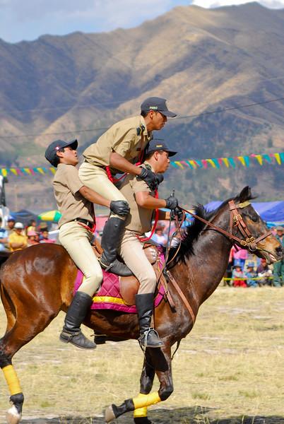 Tombos - Feria agropecuaria & artesanal - Chinchero - Cusco - Perú<br /> <br /> Hilariously ridiculous - Agricultural & Crafts Fair - Chinchero - Cusco - Peru<br /> <br /> Flikken - Landbouw & Ambachtenfeest - Chinchero - Cusco - Peru<br /> <br /> A se rouler par terre de rire - Foire agricole et artisanale - Chinchero - Cusco - Pérou