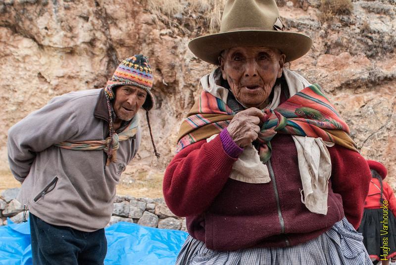 Pareja de conocidos - Mercado de Abastos - Chinchero - Cusco - Perú<br /> <br /> Known elderly people - Food Market - Chinchero - Cusco - Peru