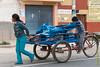 Jóvenes vendedores de gaseosas - Mercado de Abastos - Chinchero - Cusco - Perú<br /> <br /> Youngsters after a morning at the market - Food Market - Chinchero - Cusco - Peru