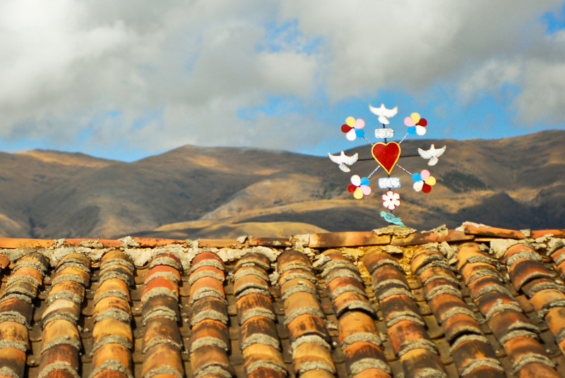 Adorno de techo pero lamentablemente foto poco nítida (Apurímac - Perú)<br /> <br /> Unfortunately not really sharp take (Apurímac - Peru)<br /> <br /> Décoration de toit mais photo malheureusement peu nette (Apurímac - Pérou)<br /> <br /> Dakversiering maar helaas niet écht scherp (Apurímac - Peru)