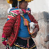 Mamacita en busca de una propina - Plaza de las Nazarenas - Cusco - Perú<br /> <br /> Woman in local dress watching for a tip - Plaza de las Nazarenas - Cusco - Peru<br /> <br /> Dame in plaatselijke klederdracht op zoek naar een fooi - Plaza de las Nazarenas - Cusco - Peru<br /> <br /> Dame habillée en custume local à la recherche d'un pourboire - Plaza de las Nazarenas - Cusco - Pérou