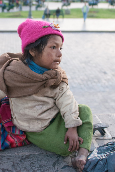 Poor child watching the festival of the Virgen del Carmen - Plaza de Armas - Cusco - Peru