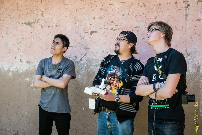 Alejandro Rojas Dueñas, Luis Figueroa Lozano-Álvarez en Yngwie Vanhoucke con el drone de Luis, el DGI Phantom 2 Vision + en la hacienda de la familia en Checacupe al sur de Cusco