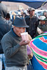 Tomando chicha de maíz - Feria de Tiobamba – Urubamba – Cusco - Perú <br /> <br /> Having a chicha (fermented corn drink) - Feria de Tiobamba – Urubamba – Cusco - Peru <br /> <br /> Glaasje chicha (gefermenteerde ambachtelijke maïsdrank) drinken - Feria de Tiobamba – Urubamba – Cusco - Peru<br /> <br /> Un p'tit verre de chicha (boisson fermentée de maïs) - Feria de Tiobamba – Urubamba – Cusco - Pérou