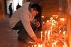 Mario Cusihuaman encendiendo unas velas - Nuestra Señora de la Asunción - Tiobamba – Urubamba – Cusco - Perú<br /> <br /> Mario Cusihuaman lighting a couple of candles - Nuestra Señora de la Asunción - Tiobamba – Urubamba – Cusco - Peru<br /> <br /> Mario Cusihuaman brandt een paar kaarsen - Nuestra Señora de la Asunción - Tiobamba – Urubamba – Cusco - Peru<br /> <br /> Mario Cusihuaman allume quelques bougies - Nuestra Señora de la Asunción - Tiobamba – Urubamba – Cusco - Pérou