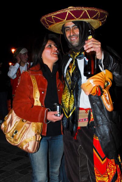 Padres felices - Desfile fiesta colegio salesiano Don Bosco - Plaza de Armas - Cusco<br /> <br /> Lucky parents - Don Bosco Salesian school parade - Plaza de Armas - Cusco<br /> <br /> Gelukkige ouders - Don Bosco college schooldéfilé - Plaza de Armas - Cusco<br /> <br /> Des parents heureux - Défilé du collège salésien Don Bosco - Plaza de Armas - Cusco