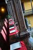 Mesa al aire libre con vista al patio de la casona colonial - Casa Qorikancha - C/. Zetas 109 - Cusco - Perú