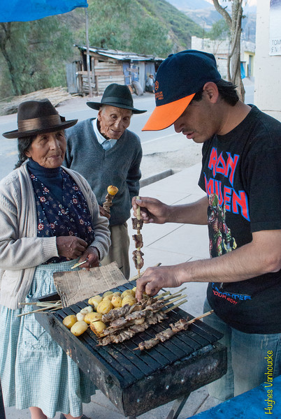 Erick Rojas Santander como vendedor de anticuchos - Limatambo - Anta - Cusco - Perú<br /> <br /> My friend Erick Rojas Santander joking as a skewer vendor - Limatambo - Anta - Cusco - Peru<br /> <br /> Mijn maat Erick Rojas Santander als verkoper van rundshart brochettes - Limatambo - Anta - Cusco - Peru<br /> <br /> Mon pote Erick Rojas Santander comme vendeur de brochettes de coeur de boeuf - Limatambo - Anta - Cusco - Pérou