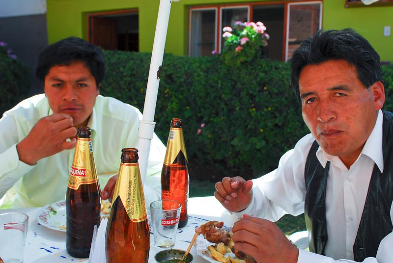 Chicharrón con chela, nada mejor - El Sabrocito - Saylla - Cusco - Perú<br /> <br /> Chicharrón and cold beer, a good combination - El Sabrocito - Saylla - Cusco - Peru<br /> <br /> Chicharrón en koud bier, een goede combinatie - El Sabrocito - Saylla - Cusco - Peru<br /> <br /> Chicharrón et une bonne bière froide, une bonne combination - El Sabrocito - Saylla - Cusco - Pérou