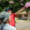 César con su hijo Gonzalo visitando el Hogar Girasol de Huayllabamba