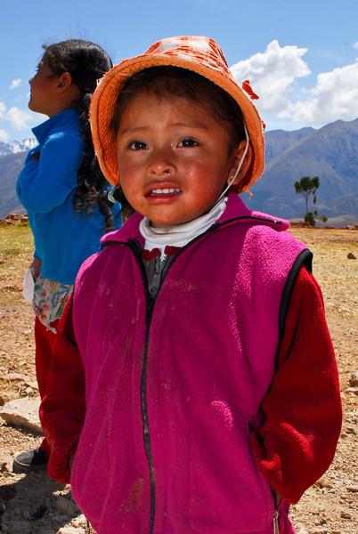 Los sombreros son muy importantes contra los fuertes rayos UV de la zona - Maras - Valle Sagrado de los Incas - Cusco - Perú<br /> <br /> Hats are very important against the strong local UV rays - Maras - Valle Sagrado de los Incas - Cusco - Peru<br /> <br /> Hoofddeksels zijn heel belangrijk in deze regio als bescherming tegen UV stralen - Maras - Valle Sagrado de los Incas - Cusco - Peru<br /> <br /> Les chapeaux sont très importants dans la région pour se protéger des rayons UV - Maras - Valle Sagrado de los Incas - Cusco - Pérou