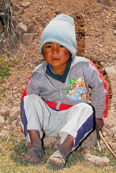 Este niño lamentablemente no va al cole - Maras - Valle Sagrado de los Incas - Cusco - Perú<br /> <br /> This kids unfortunately is skipping school  - Maras - Valle Sagrado de los Incas - Cusco - Peru<br /> <br /> Brossertje - Maras - Valle Sagrado de los Incas - Cusco - Peru<br /> <br /> Ecole buissonnière pour ce petit - Maras - Valle Sagrado de los Incas - Cusco - Pérou