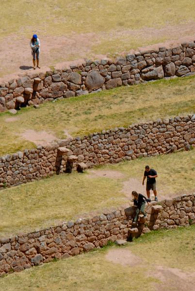La bajada es mucho más fácil que la subida, sobre todo a 3.500 M de altura - Moray - Maras - Valle Sagrado de los Incas - Cusco - Perú<br /> <br /> The descend is much easier than the climb, especially at 3.500 MASL - Moray - Maras - Valle Sagrado de los Incas - Cusco - Peru<br /> <br /> De afdaling is een stuk eenvoudiger dan de beklimming, zeker op 3.500 M hoogte - Moray - Maras - Valle Sagrado de los Incas - Cusco - Peru<br /> <br /> La descente est bien plus facile que l'ascension, surtout à 3.500 M d'altitude - Moray - Maras - Valle Sagrado de los Incas - Cusco - Pérou