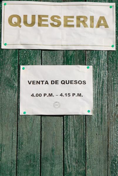 Mucho trabajo para los vendedores de queso - Zurite - Anta - Cusco - Perú<br /> <br /> Long working hours - Zurite - Anta - Cusco - Peru<br /> <br /> Zwaar uurrooster - Zurite - Anta - Cusco - Peru<br /> <br /> Horaire chargé - Zurite - Anta - Cusco - Pérou